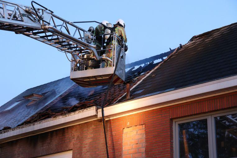 De woning werd volledig vernield door de zware brand.