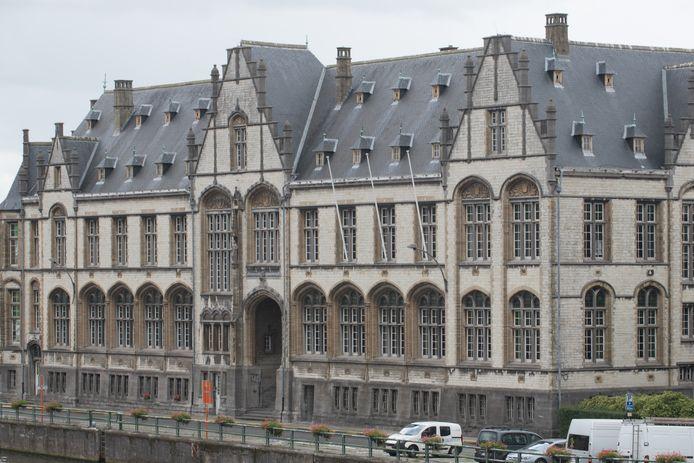 De beklaagde werd in snelrecht gedagvaard en moest het uitleggen in de correctionele rechtbank in Oudenaarde.