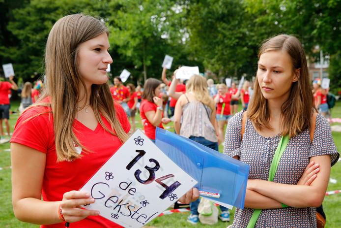 Mentoren wachten in Utrecht op nieuwe studenten tijdens de introductieweek