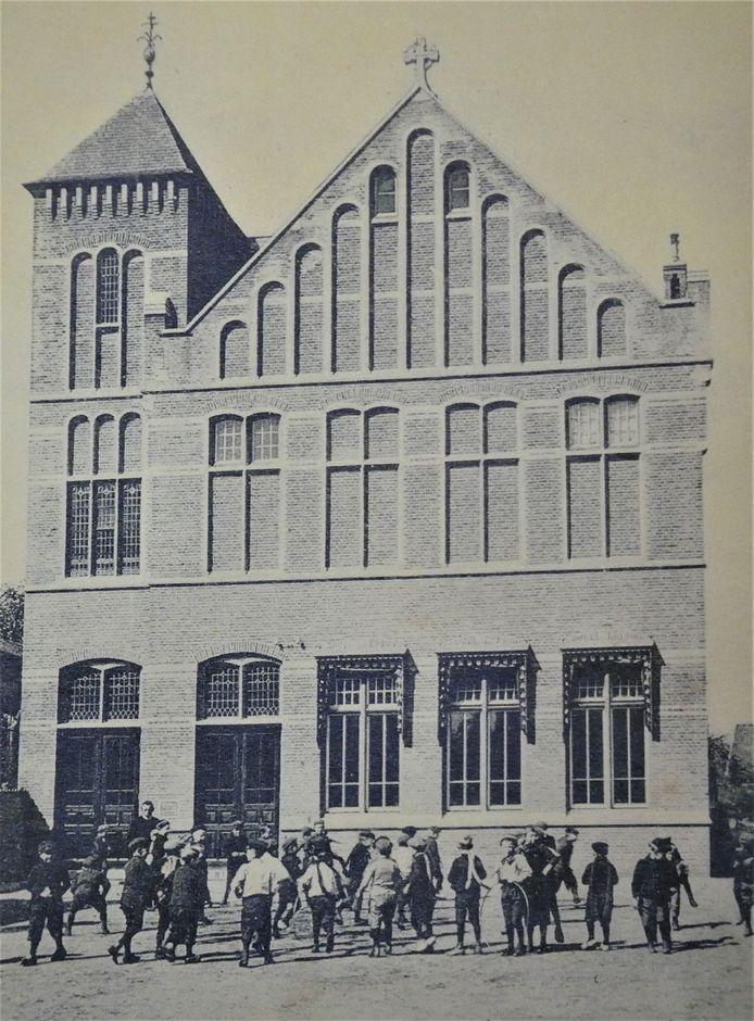 De Fraterschool zat op de begane grond. Op de verdieping het patronaat.