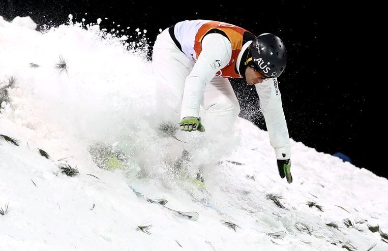 De Australiër David Morris in actie in de finale van de aerials. De schans is geprepareerd door Michiel de Ruiter.  Beeld Getty Images