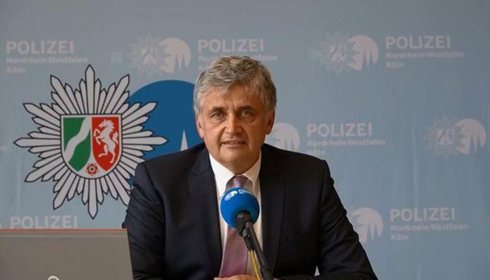 Onderzoeksleider Michael Esser van de politie in Keulen tijdens de persconferentie vanmidag.