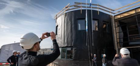 Vlag in top bij De Brug: Nieuwbouw bereikt hoogste punt en bezwaar is afgewezen