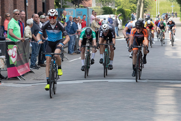 Gert-Jan Bosman wint de Omloop van de Hoekse Waard.