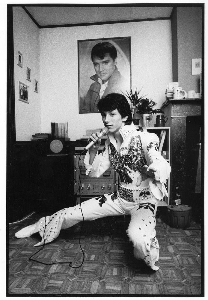 Lotti versierde z'n eerste platencontract in 1989, op z'n 19de, na een succesvolle passage als Elvis-imitator in de Soundmixshow.
