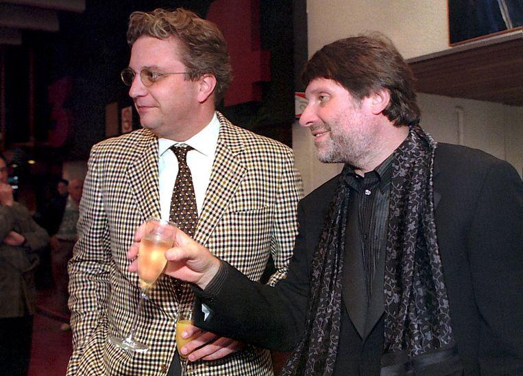 Robbe De Hert en prins Laurent op de première van 'Gaston's Oorlog' in 1997. Beeld BELGA