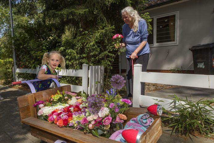 Izis bezorgt al een jaar bloemen in de buurt.