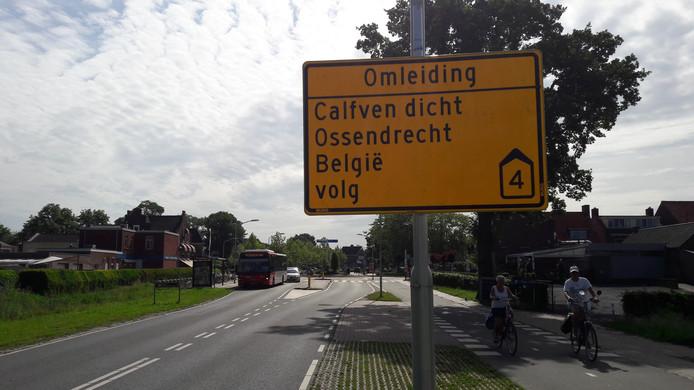 Doorgaand verkeer richting Ossendrecht en België wordt omgeleid vanwege de afsluiting van Calfven.