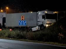 Vrachtwagenchauffeur (68) uit Tilburg overleden bij ongeluk in Bergen op Zoom