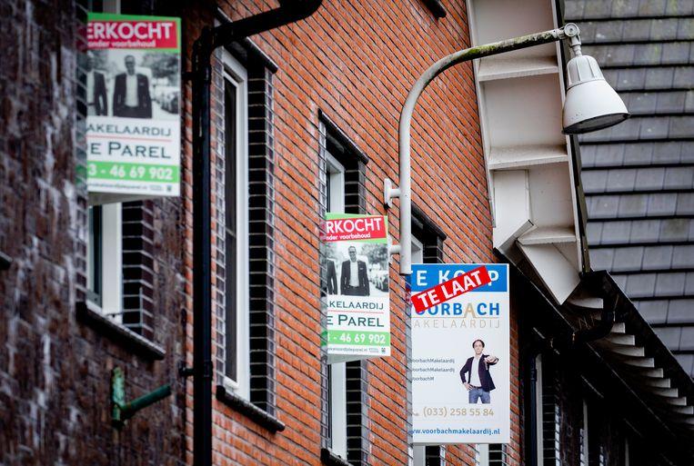 'Te laat', 'verkocht', 'verkocht'. De woningmarkt is overspannen, de prijzen blijven maar stijgen. Beeld Hollandse Hoogte /  ANP