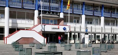 Gemeenteraad in discussie over fors duurder worden van de opknapbeurt van het Leerdamse Reilinghplein