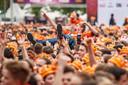 Publiek tijdens 538Koningsdag, een groot oranjefeest op het Chasseveld.