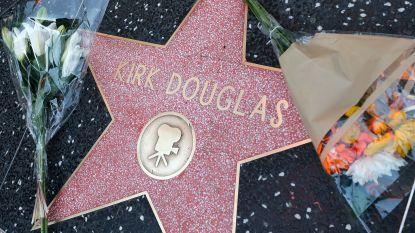 Acteur Kirk Douglas in besloten kring begraven in Los Angeles, hij krijgt een eerbetoon op de Oscars
