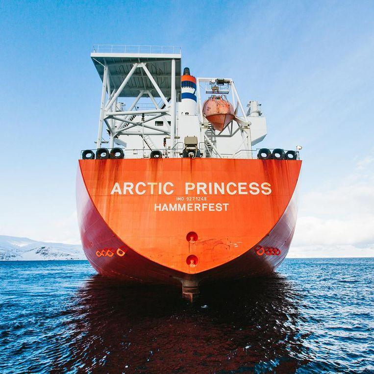Het van CO2 gezuiverde gas wordt op een tanker geladen voor transport. Beeld General Electric/Finn Beales