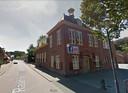 Het oude raadhuis van Alphen, eigendom van Wim Kleiren, wacht al vijf jaar op huurders.