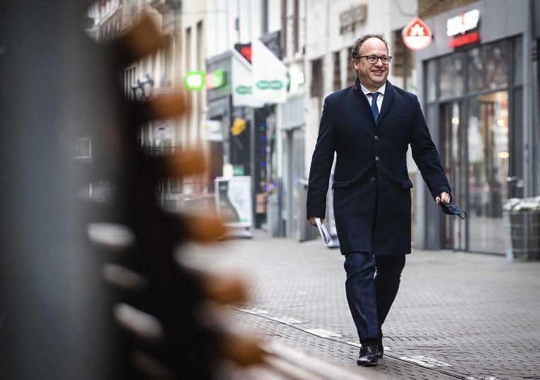 Minister Wouter Koolmees (Sociale Zaken en Werkgelegenheid) komt aan bij de persconferentie over het steun- en herstelpakket voor de economie. Beeld ANP