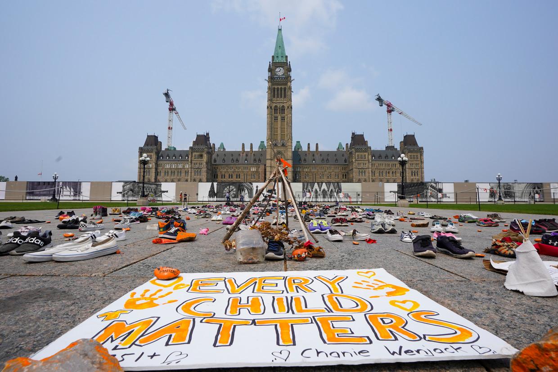 Een herdenkingsplek voor de overleden inheemse kinderen bij het parlementsgebouw in Ottawa. Beeld AP