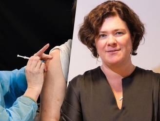 """Ziekenhuizen willen vaccinweigeraars schorsen en desnoods ontslaan: """"Wie zich niet laat vaccineren, hoort niet thuis in de zorg"""""""