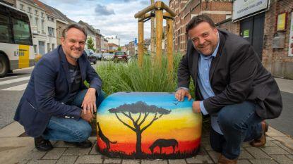 """Leerlingen academie geven varkensruggen in Nekkerspoelstraat likje verf: """"Een beetje kleur in onze openbare ruimte"""""""