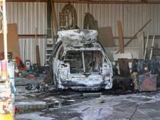 Crossauto in vlammen op in loods in Marknesse