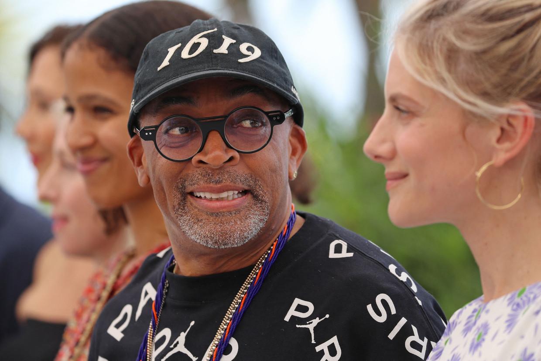 Regisseur Spike Lee, de eerste zwarte voorzitter van een Cannes-jury ooit, naast Melanie Laurent, een van de overwegend vrouwelijke juryleden.  Beeld AFP