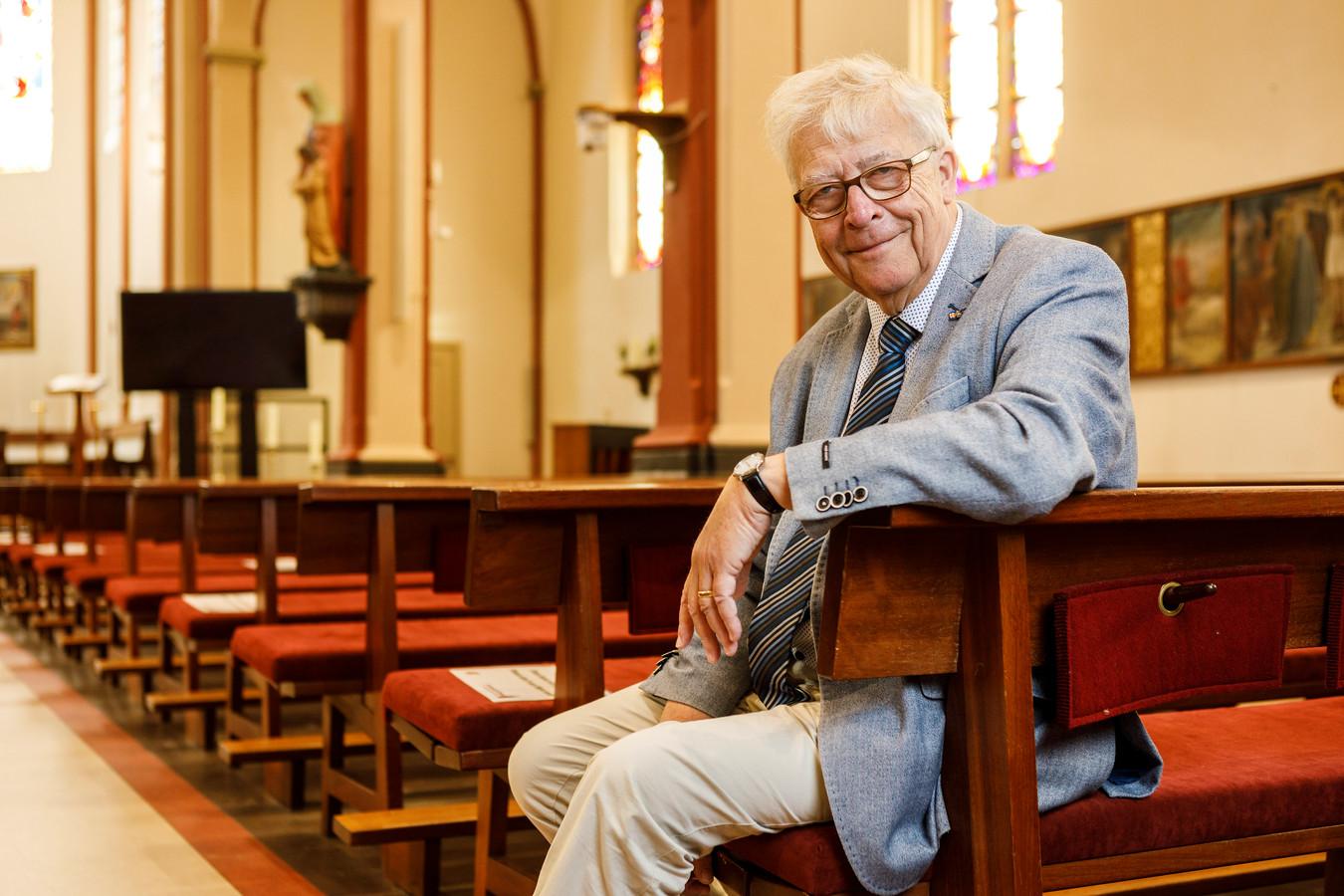 """Kerksluitingen: pastor Rob Mascini is er een fel tegenstander van, zeker in Twente. In zijn boek 'Het licht in de tempel is nog niet gedoofd"""" doet hij een hartstochtelijke en zeer persoonlijke oproep om de kerken open te houden."""