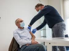 Huisartsen prikken 60-minners met 'restvaccin': 'Een buitenkansje'