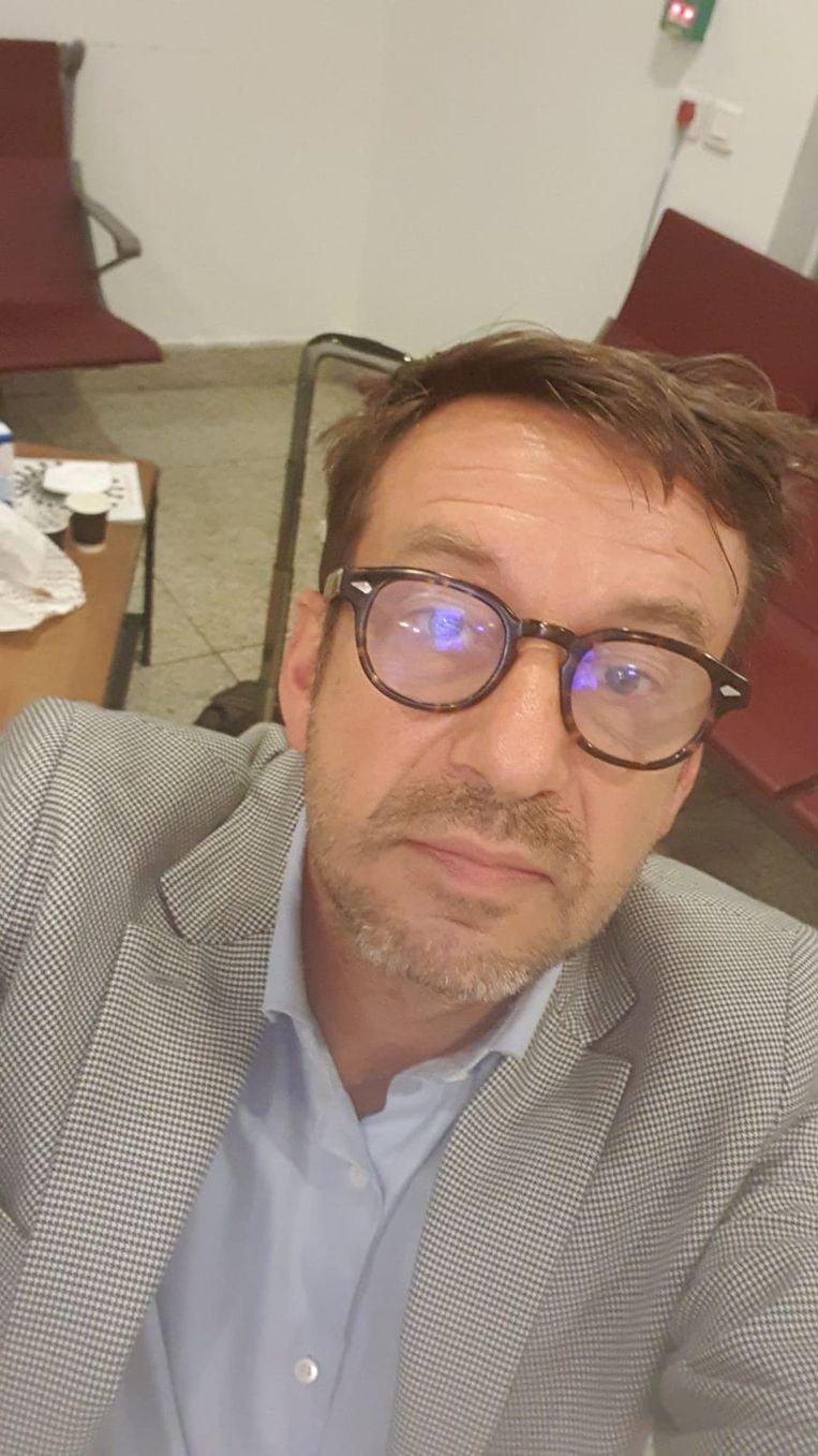 Advocaat Christophe Marchand in de besloten ruimte op de luchthaven van Casablanca waar hij moest verblijven in afwachting van uitzetting naar België. Beeld rv