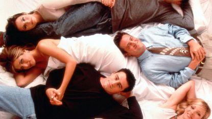 """Na mysterieuze tweet van 'Chandler' zijn fans zeker: """"Er komen nieuwe 'Friends'-afleveringen"""""""