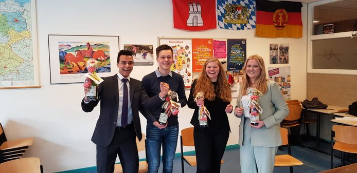 Vincent, Wouter, Lotte en Febe van het Reynaertcollege wonnen een debatwedstrijd Duits.