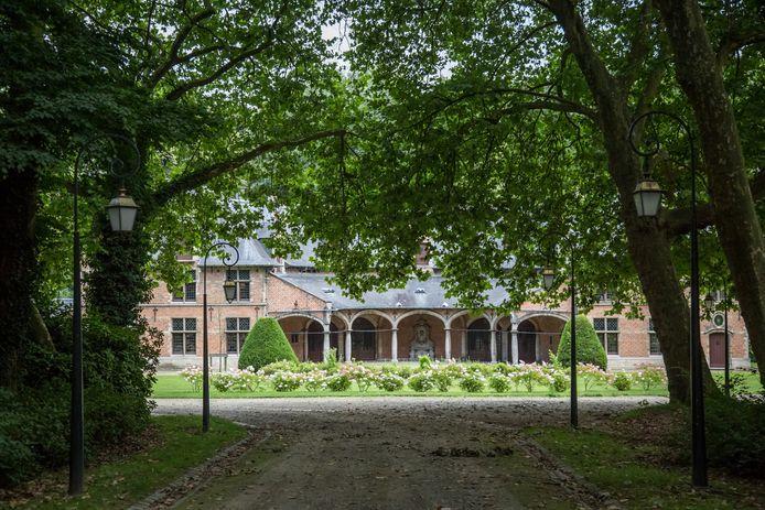 De premier moet elk jaar 100.000 euro huurgeld betalen aan de Koninklijke Schenking om het kasteel van Hertoginnedal (foto) te huren. Maar als daar kosten aan zijn is de factuur ook voor de belastingbetaler.