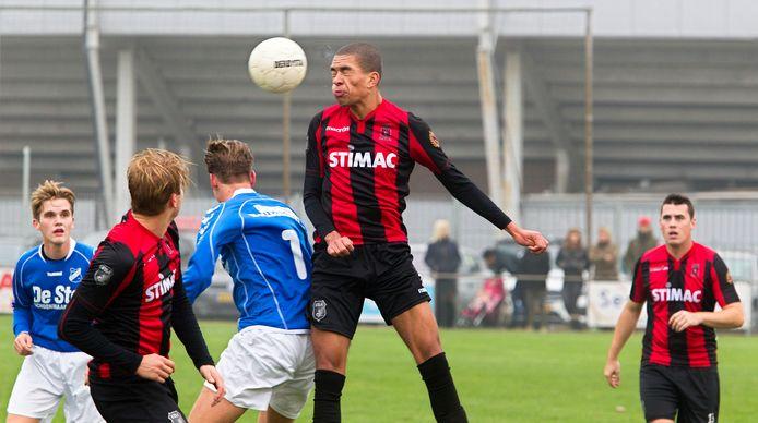 Giowin den Ouden, hier in actie voor Helmondia, speelt komend seizoen voor Mierlo-Hout.