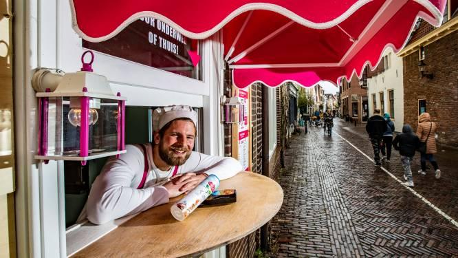 Meneer Pannenkoek flyert in zijn oude bezorgwijk: 'Ik weet dat er toekomst in mijn bedrijf zit'