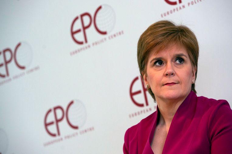 De Schotse premier Nicola Sturgeon is tevens de leider van de Schotse onafhankelijkheidspartij SNP. De partij dreigt in het ongerede te raken nu voormalig partijleider en bondgenoot Alex Salmond aan haar stoelpoten zaagt. Beeld AP