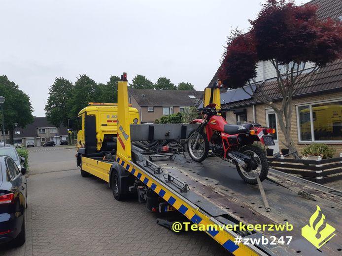 Crossmotorbestuurder vlucht voor politie in Breda, maar wordt alsnog gepakt.