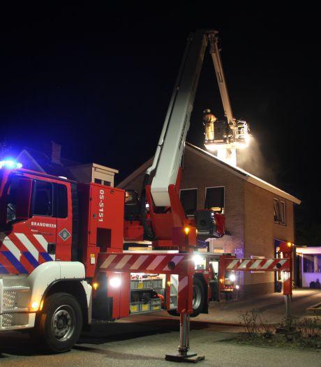 Straat in Rijssen afgesloten vanwege schoorsteenbrand
