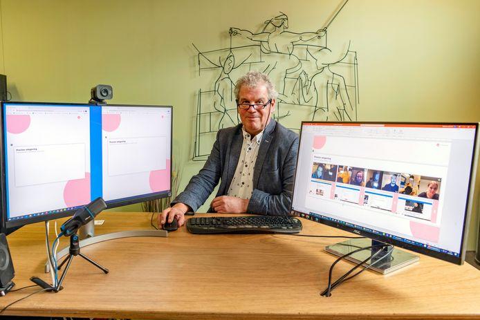 Marcel van Brunschot demonstreert ProctorVIEW: links twee wachtrijen voor studenten en rechts studenten die al zijn toegelaten tot een online tentamen.