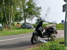 Scooterrijder gewond door aanrijding met auto in Zelhem