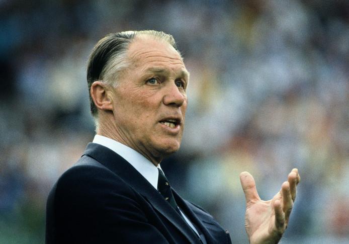 Rinus Michels tijdens de EK-finale van 1988. Vlak nadat hij met Oranje Europees kampioen werd, vertrok hij naar Leverkusen.
