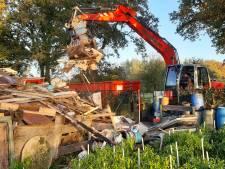 Wie ruimt afvalberg op volkstuincomplex bij 't Vaneker op: gemeente Enschede of tuinders?