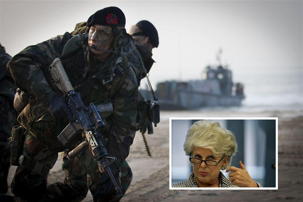 Mariniers op het strand van Vlissingen. Inzet: Karla Peijs.