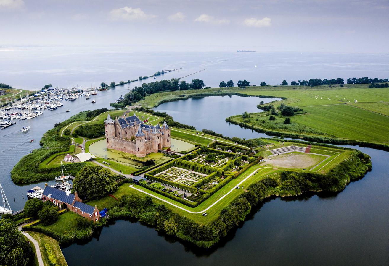 Muiderslot, onderdeel van de Nieuwe Hollandse Waterlinie.
