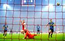 Nicolas Tagliafico scoort tegen Feyenoord.