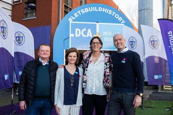 Tia Hellebout met de mensen van DCA.