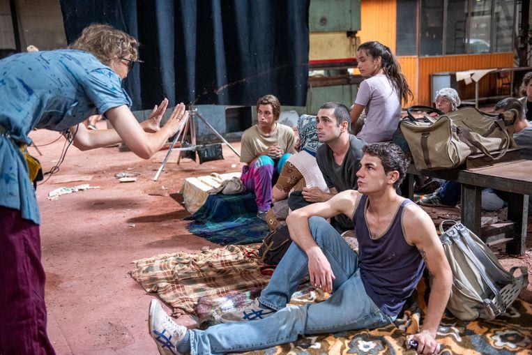 Regisseur Jasmila Žbanić op set van 'Quo vadis, Aida?'   Beeld Cinéart Nederland