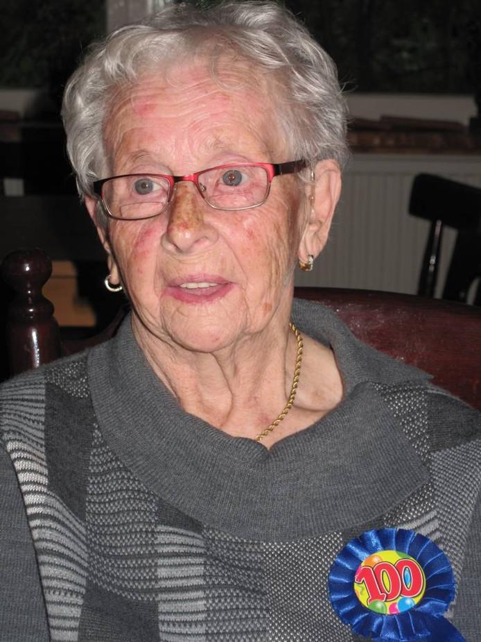 Mevrouw Betsie Janssen-Hoffman.