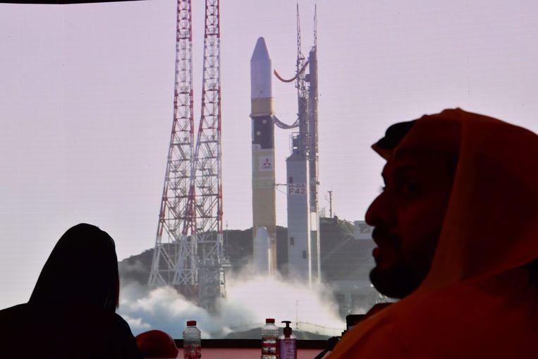 De lancering vanaf het Mohammed Bin Rashid ruimtecentrum in Dubai. Beeld AFP
