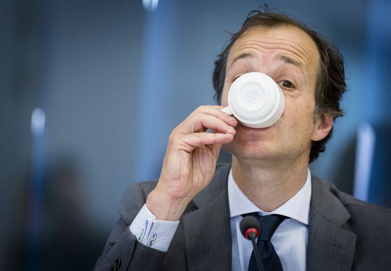 Wiebes drinkt een van zijn vele kopjes koffie. Beeld anp