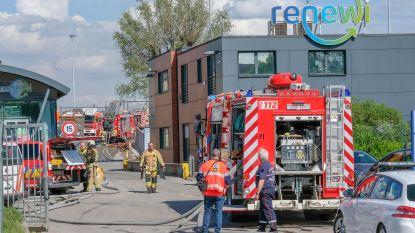 Regen bemoeilijkt gecontroleerd uitbranden van loods in Kampenhout