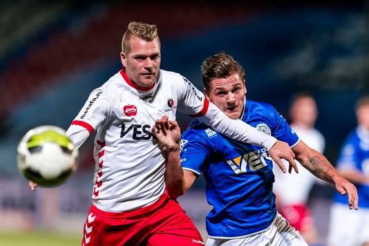 Joey Godee (links), hier nog in dienst van Helmond Sport, speelt komend seizoen met Duno in de hoofdklasse.